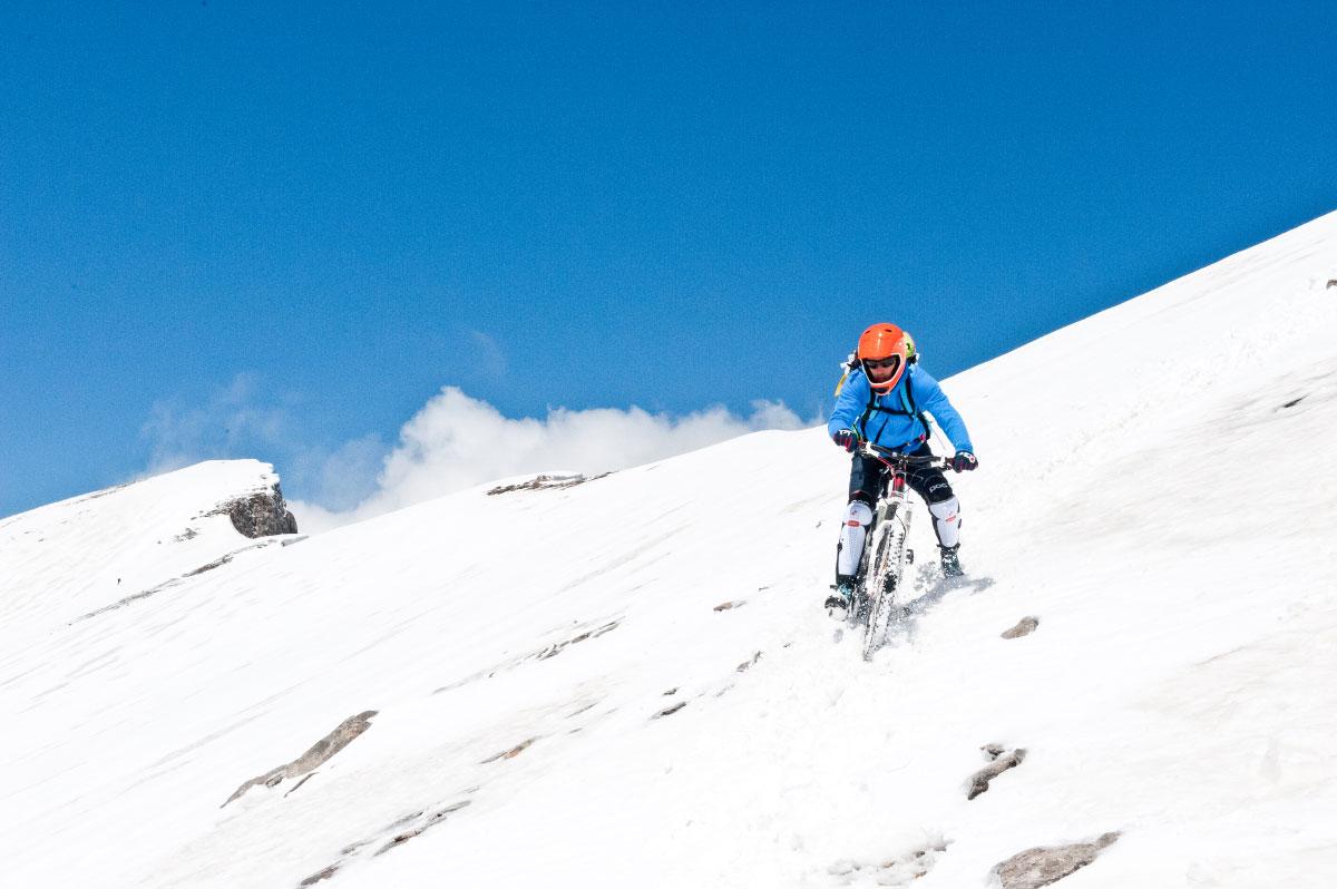 Von 2866 Metern Höhe beginnt seine Abfahrt.